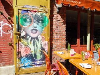 café et street art couleur